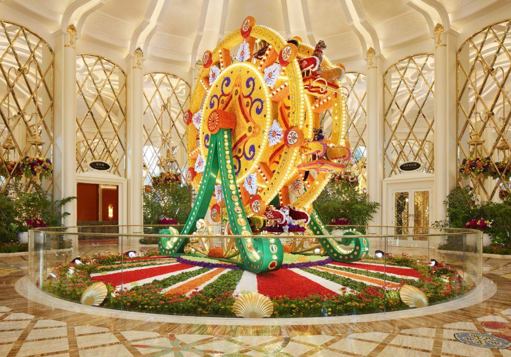 29_wynn_palace_ferris_wheel_floral_sculpture_by_preston_bailey_roger_davies